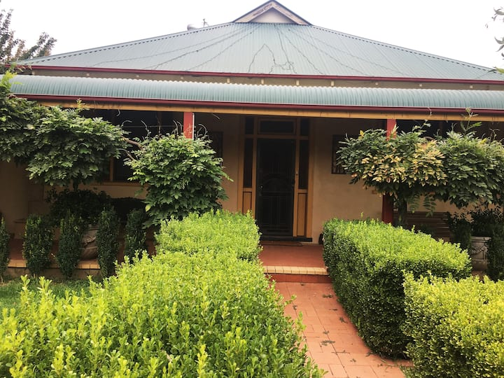 Renovated Country homestead style accommodation