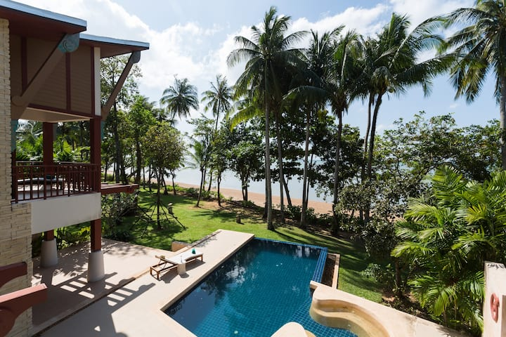 Amatapura Beachfront Pool Villa 15