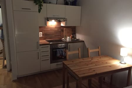 Sunny cozy apartment with balcony & heated floor - Berlin - Lejlighed