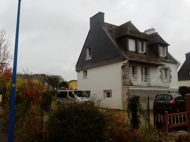 Belle chambre dans maison, proche Brest-Gouesnou
