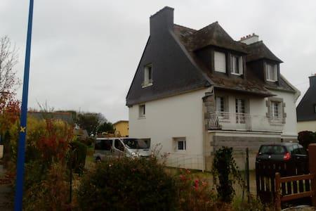 Belle chambre dans maison, proche Brest-Gouesnou - Plabennec - Haus