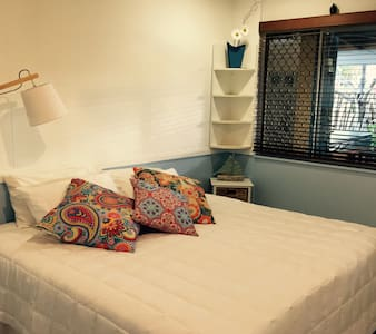 Bed n Breakfast at a Day Spa - Mooloolaba - Bed & Breakfast