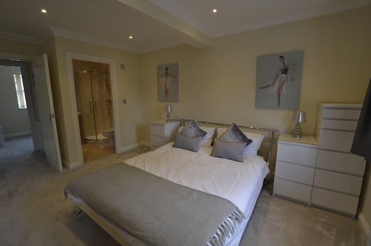 Three bed house near Bournemouth beach