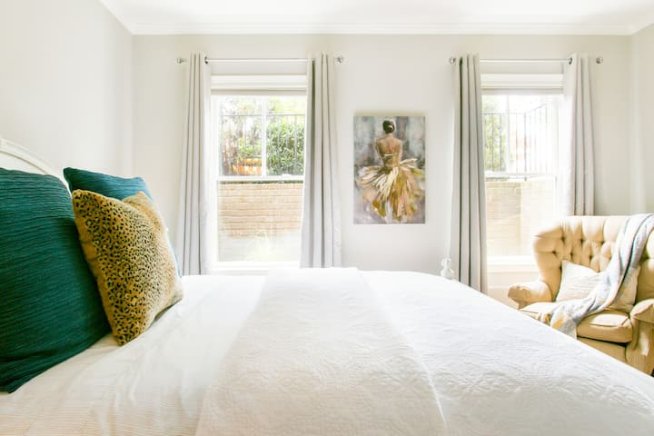 Lovely Guest Room in Refined Brick Townhouse