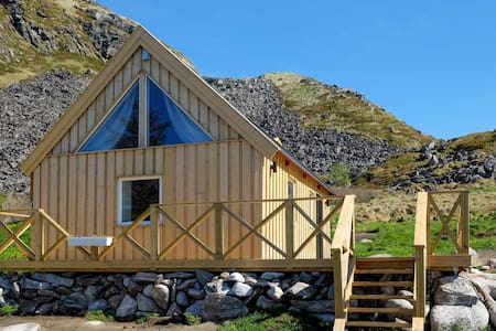 Modern cottage on Værøy, Lofoten with a WOW view!