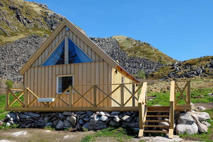 Modern cottage on Værøy, Lofoten with a WOW view!