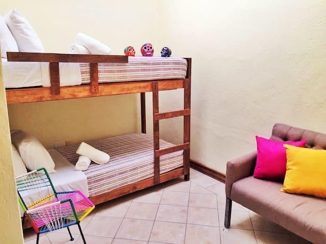 Habitación para 1 o 2 personas (Habitación No. 5) - Guadalajara - Huis