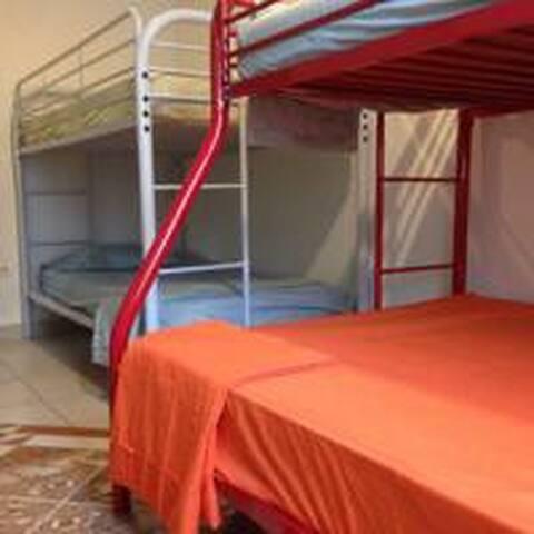 Bett im Schlafsaal, Farallon, Playa Blanca, Panama