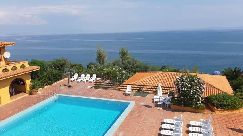 Casa Vacanze Costa Saracena-Piscina e discesa mare