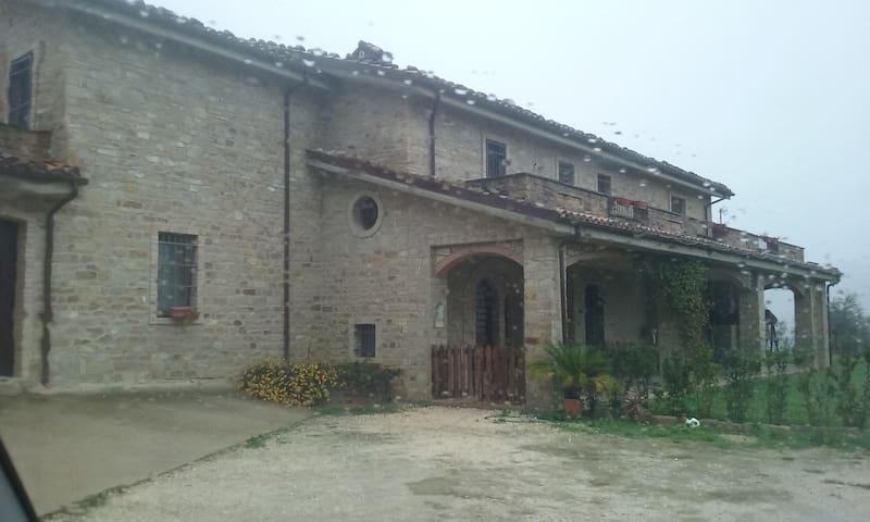 Villa in campagna - Castiglione Messer Raimondo - Villa