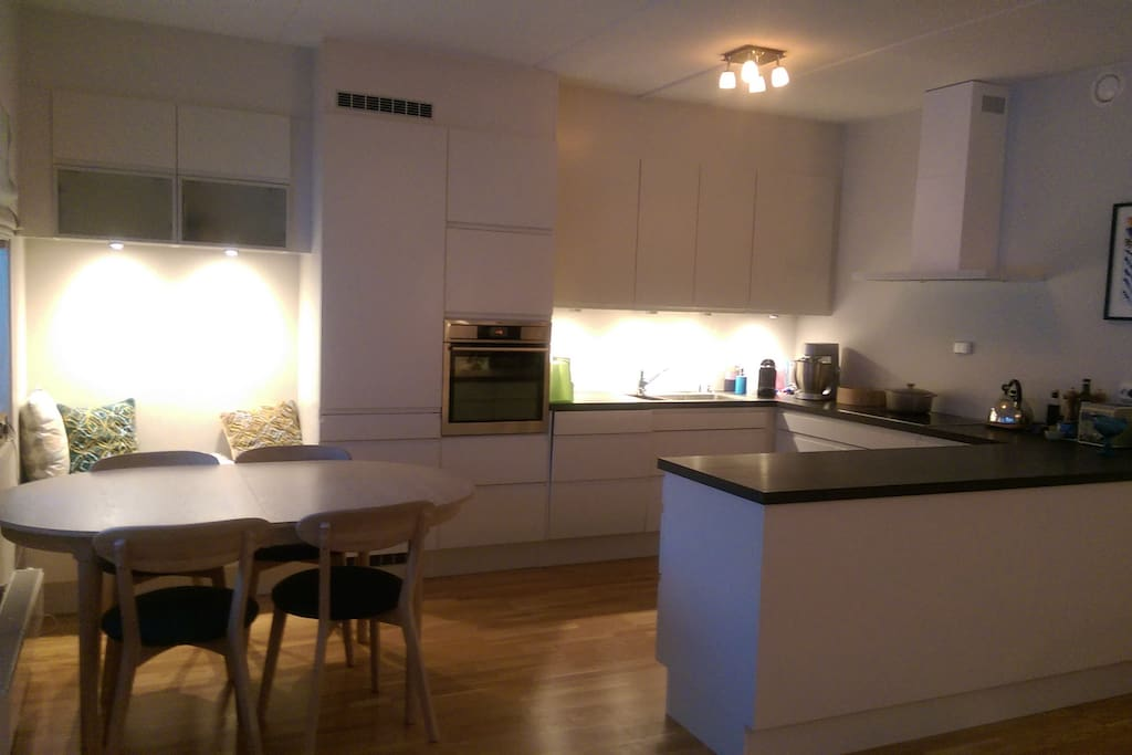 Kitchen and dining area. Stove, mikrowave, dishwasher, coffemachine etc. is available.