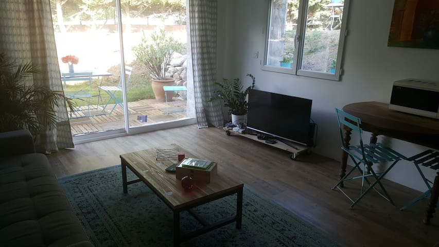 Joli studio independant dans maison..