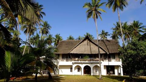 Swali Beach House - Beach-front House - Sleeps 10