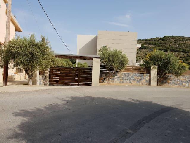 3 bedroom villa 170 sq m. in Chersonissos