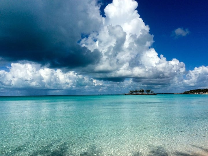 Beachfront House on Calm Waters of Gaulding Cay