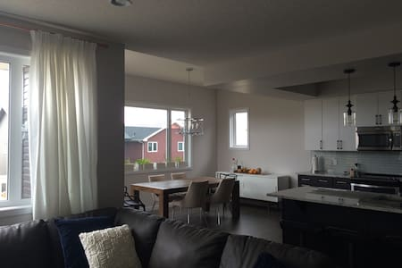#1 Upstairs Bedroom in Brand New Home with A/C - Edmonton