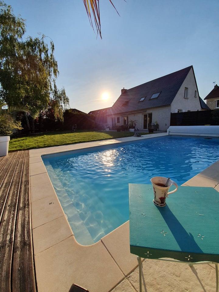 COURCY : maison avec piscine