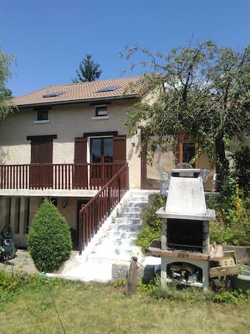 Chambre partagée à qqs minutes du Puy en Velay - Cussac-sur-Loire - Huis