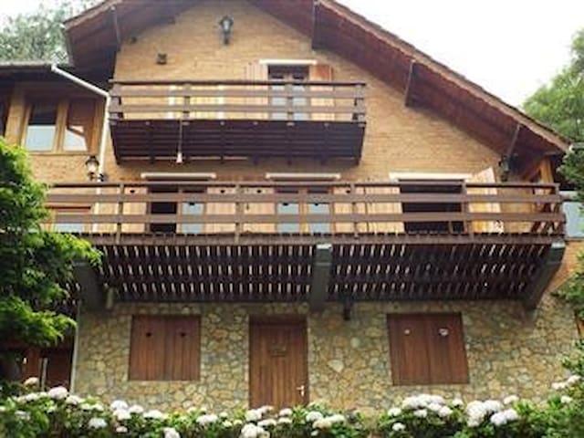Casa em Monte Verde - Vale Sagrado.