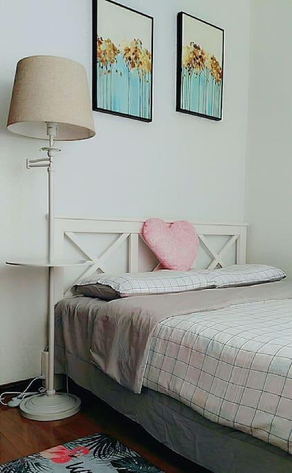 卧室1.5米床