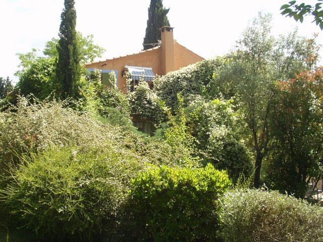 """Gîte """"Iris"""" dans un mas provençal"""