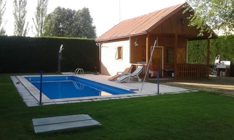 Casa de madera  con piscina a doce km de Segovia