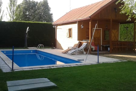 casa de madera a doce km de Segovia - Hontanares de Eresma - Bungalow