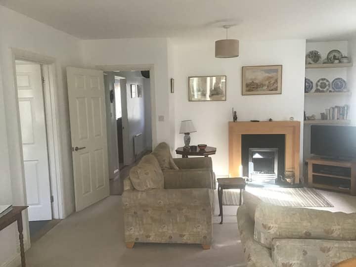 Cozy, comfortable bungalow in heart of Mersea
