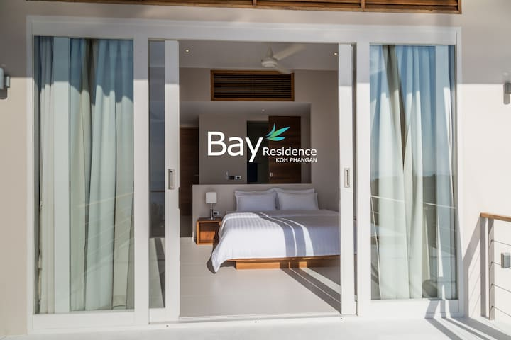 Third bedroom with full sea view, balcony access, king-size bed, air conditioning, en suite bathroom