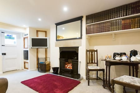 Exclusive cosy basement apartment with open fire - Skipton - Daire