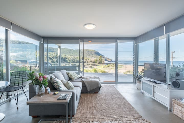 Kim's  Place - private beach/ocean view apartment