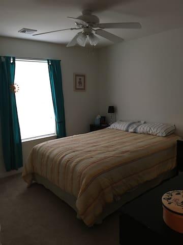 Quiet room, great walkable location - Conshohocken - House