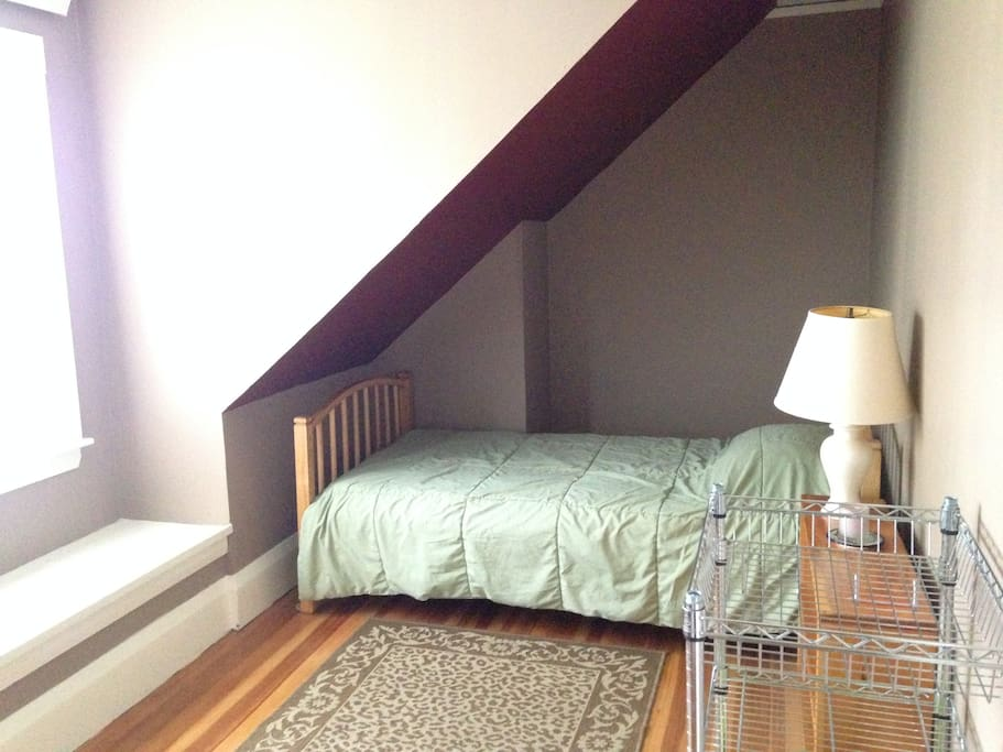 Twin bed in 2nd bedroom