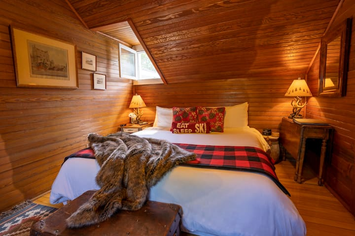 Adirondack Luxury Suite with Breakfast Included