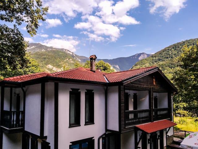 *NO GUEST SERVICE FEE* Gorgeous Studio Close to Bachkovo Monastery