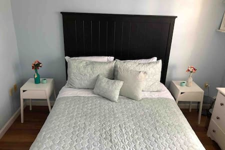 Nice private room close to airport,Downtown subway