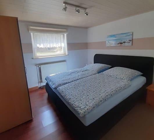 Schlafzimmer 1,80 x 2,00 Boxspringbett
