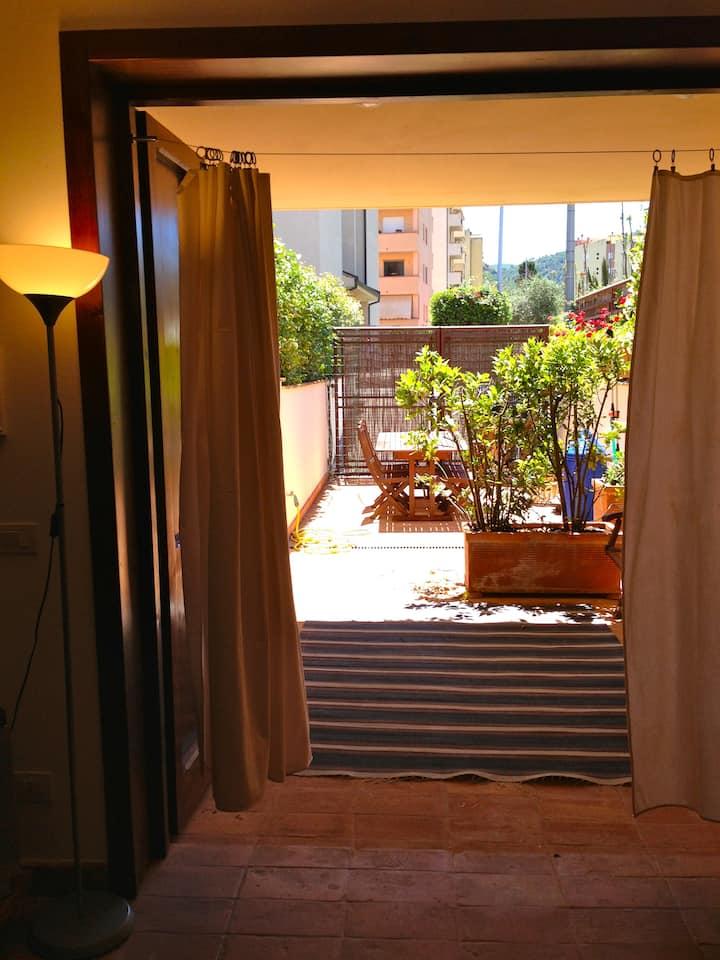 2. Appartamento con terrazzo a 150mt dal mare