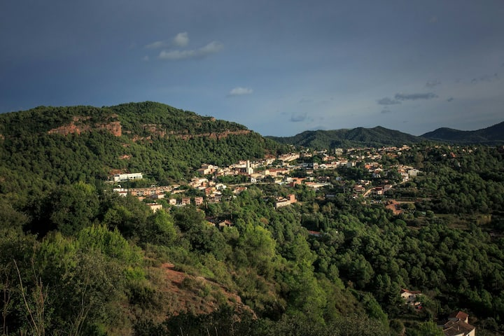 VACARISSES,between two natural parks and near BCN