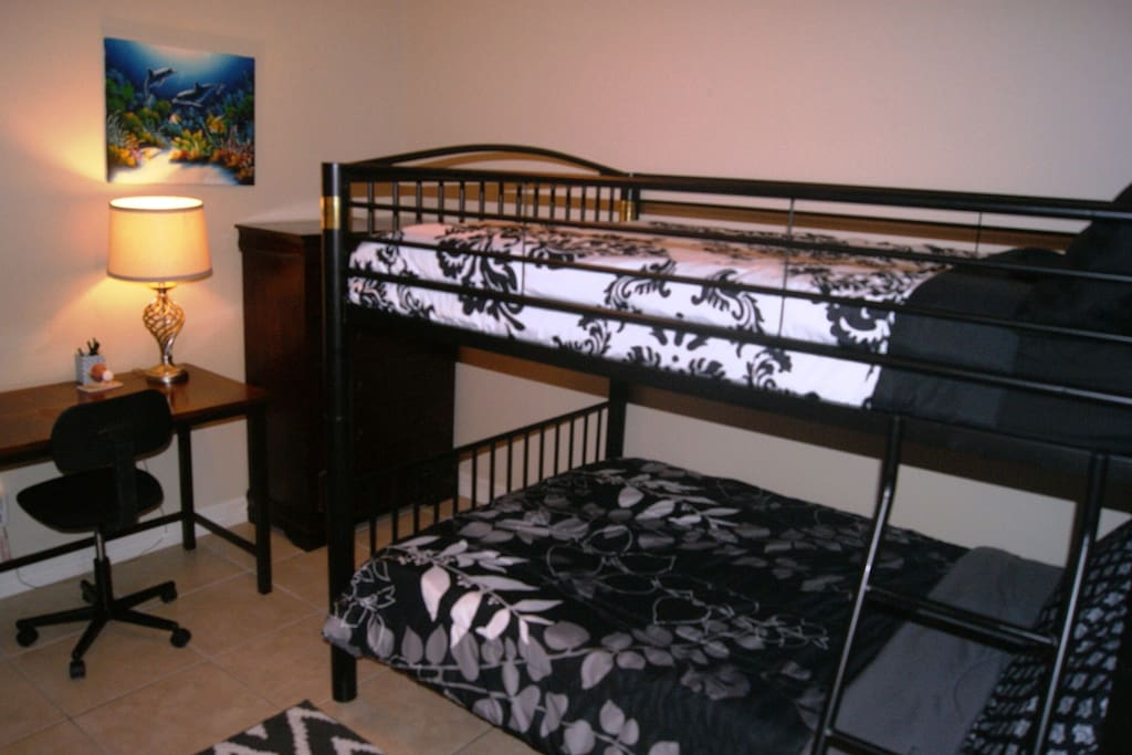 Queen and twin bunk bed