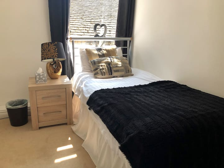 Comfortable Single Room - The Deeping Stage