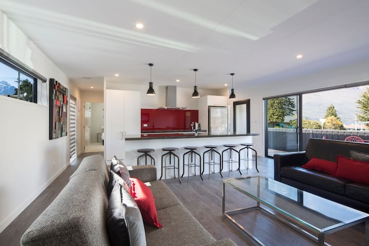 Awesomely Amazing F2 Queenstown (Spa Pool & Town) - Queenstown - Apartment