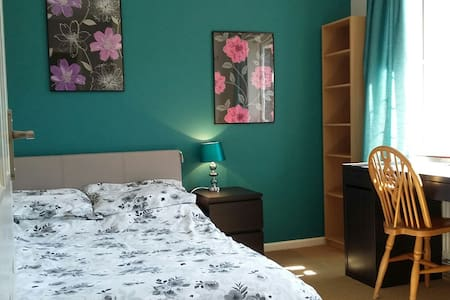 Comfortable Double Room in Family Home in Boxgrove - Guildford - Bungalow