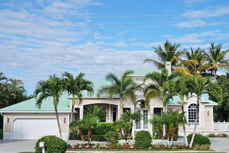 BRF335, Single Family Home at Marco Island, with Water View - Marco Island