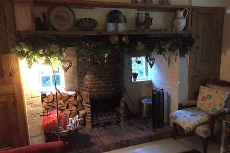 Quirky, stylish 300 year old cottage hidden in Rye - East Sussex - House - 1