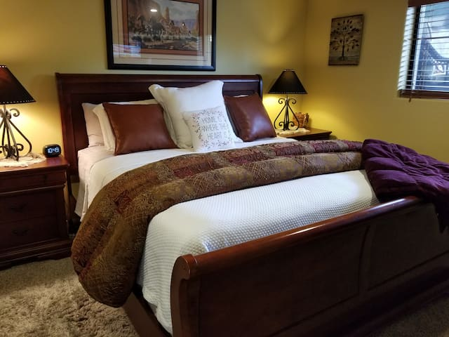 Master bedroom with King  Tempur Pedic mattress, high-end linens, walk in closet & Direct TV and Roku