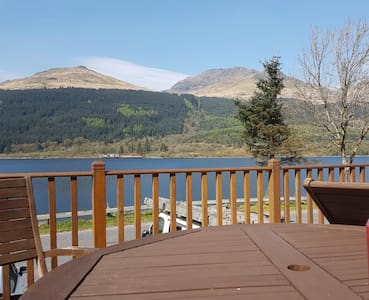 Loch side living with spectacular mountain views