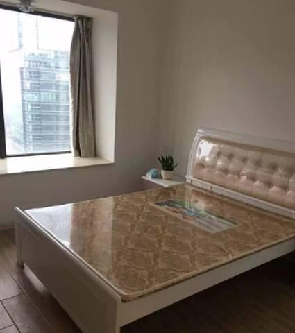 新装修,设备齐全,拎包入住,比较简洁大方,现场看更精致。主要房间光线敞亮。 - Fuzhou Shi - Haus