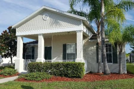4 bed villa w/private pool near Disney, sleeps 6+