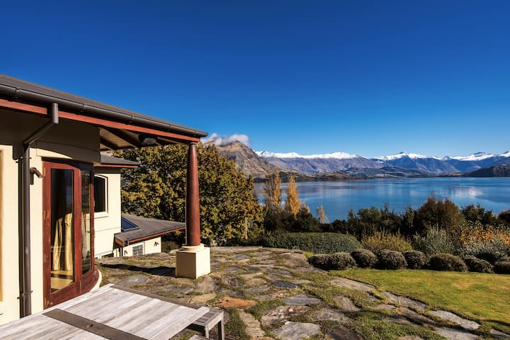 Wanaka Lakeside Luxury Suite with Private Entry